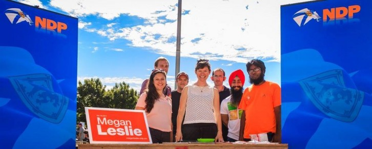 A group photo of the Dalhousie NDP society with Megan Leslie.