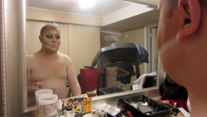 Coculuzzi doing his makeup.