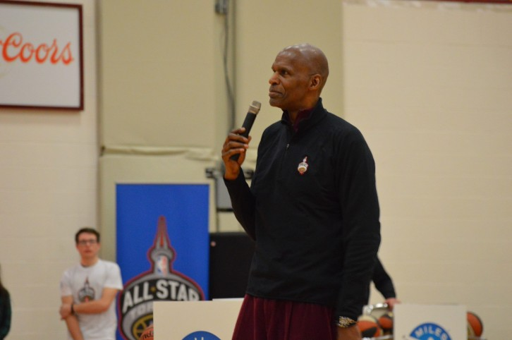 Hall of fame Robert Parish talks to a crowd at Saint Mary's University on Saturday