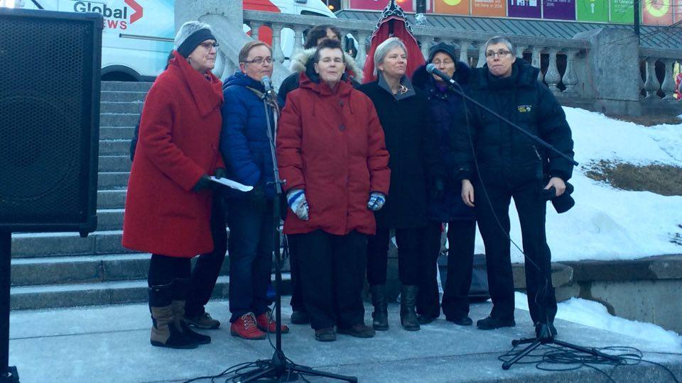 Women take to the stage to sing worker's songs