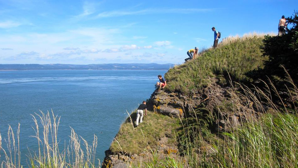 Hikers on a cliff at Cape Split