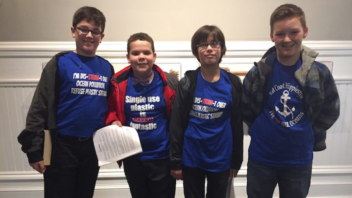 Students wear T-shirts with slogans to persuade counsillors
