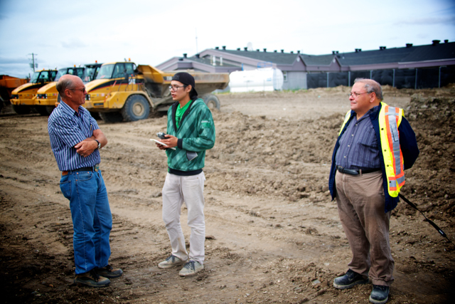 Richard Spence interviews the head engineer at the diesel leak remediation site in Attawapiskat, Ont.